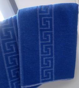 Toalla de hotel azulina